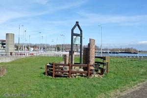 Monument bij de Oranjsluis