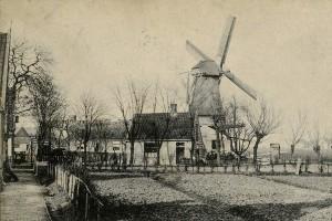 Molenpad met vrij uiticht op de molens, rond 1900Bron: Beeldbank Amsterdam