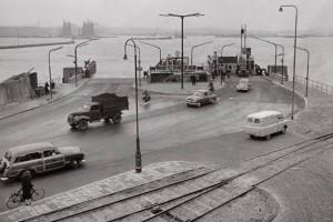 Pont aan het eind van de Distelweg, 1953.Bron: AGA museum