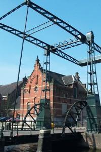 De oude toegangsbrug naar de werf NSM staat nu bij de WestergasfabriekFoto: Wikipedia